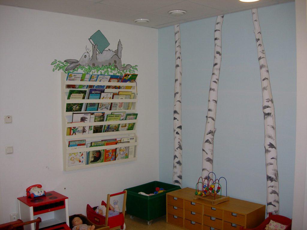 Väggmålningarna har anpassats efter befintliga möbler.