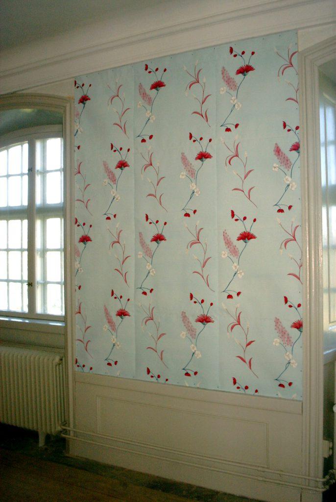 Tapeterna målades med ett nydesignat 1700-talsmönster.