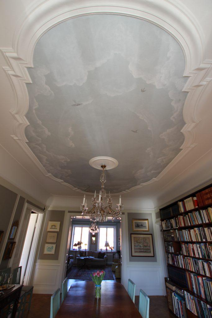 Dekorationsmålning av innertak - takhimmel i paradvåning.